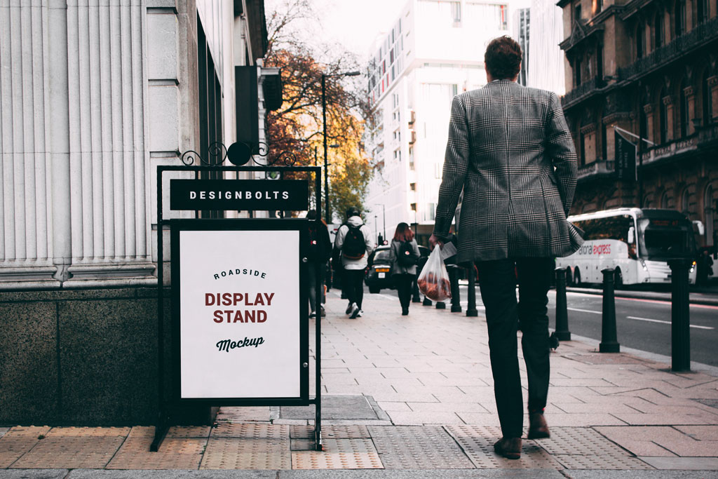 Free Outdoor Roadside Display Stand Mockup