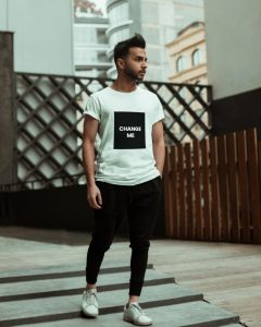 Model T-Shirt Free PSD Mockup